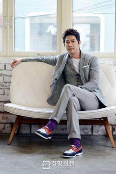 Kang Ji Hwan sporting some seriously purple socks