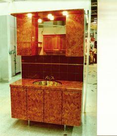 WC-kaapistomalli 80- ja 90-luvun taitteesta.