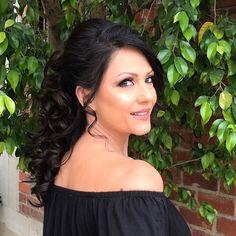 Makeup & hair done by me#beautyblogger#beautylover#tartecosmetics#doseofcolors#wakeupandmakeup#weddingmakeup#stunningbeauty#contoringandhighlighting#modernsalon#glendalesalon#hairstylist#makeupartist http://gelinshop.com/ipost/1524887180101911321/?code=BUpfM-khYMZ