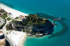 Calabria la spiaggia di Tropea vista dall'alto #TuscanyAgriturismoGiratola