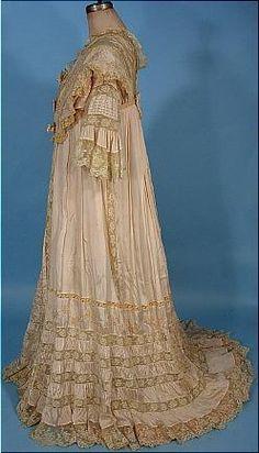 c. 1900-1905 Pale Blush Pink China Silk Dressing Gown. Sideway