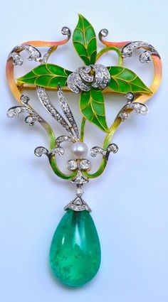 An Art Nouveau platinum, gold, plique-à-jour enamel, emerald, diamond and brooch, circa 1910. #ArtNouveau #brooch #antique