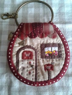 Discussion on LiveInternet - The Russian Online Diaries Service Crafts To Make And Sell, Diy And Crafts, Key Pouch, Key Covers, Diy Keychain, Landscape Quilts, Sewing Box, Sewing Studio, Quilted Bag