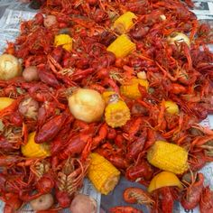 Boiled Crawfish with corn and potatoes (Boiled with crab boil and onions) Louisiana Crab Boil, Cajun Boil, Louisiana Recipes, Cajun Recipes, Crawfish Recipes, Summer Recipes, Great Recipes, Crawfish Season, New Orleans Mardi Gras