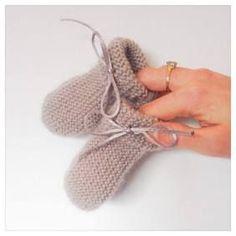Les chaussettes layette Pierrot réalisées avec seulement deux aiguilles sont simples à réaliser et une idée plutôt sympa de cadeau. Voilà plusieurs mois que je ne suis pas venue ajouter de tutos sur le blog. Il y a eu le concours de professeur d'arts appliqués, puis les grandes vacances (bien méritées), puis la rentrée. Cette …