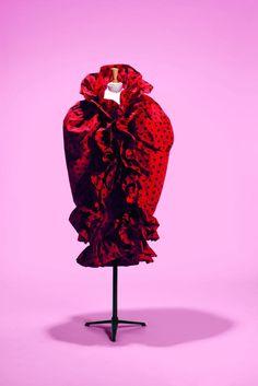 Cristóbal Balenciaga, ensemble robe et cape, haute couture P/E 1962. Faille de soie imprimée Collection Palais Galliera, musée de la Mode de la Ville de Paris © Spassky Fischer