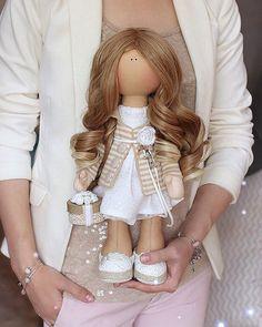 WEBSTA @ ekakonontoys - Кто просил фото в руках,чтобы ощутить размер куколки? ✔️done