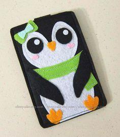 "iPhone sleeve, felt iPhone sleeve, iPhone case, felt iPhone case, iPhone bag, iPhone 4s sleeve, iPhone 4s case, "" Green Bow Penguin design"""