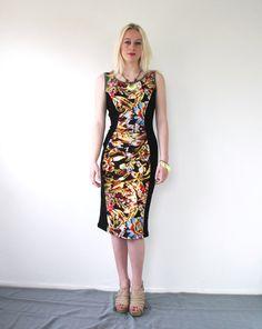 Körper Con floral Sommerkleid mit fantastischen lebendigen Blumenmuster (psychedelische!) an der Vorder- und Rückseite. Das Kleid ist geschnitten, um