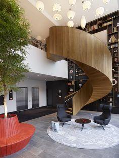 Zwevende wenteltrap als eyecatcher in luxueus CitizenM hotel, Rotterdam, EeStairs | trappen en balustrades