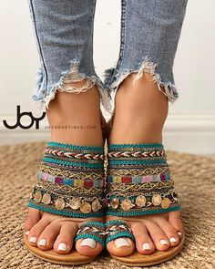 Ethnic Boho Style Toe Ring Sandals Ethnische Boho-Stil Zehenring Sandalen Related posts: Brautrock mit Spitze im Boho-Stil – Delfine Trend Fashion, Boho Fashion, Fashion Shoes, Womens Fashion, Boho Womens Clothing, Fashion Hacks, Vintage Clothing, Fashion Ideas, Women's Clothing