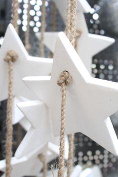 white christmas stars | Xmas decoration . Weihnachtsdekoration . décoration noël | @ lotte manou |