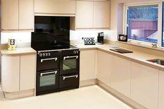 An innova luca gloss white kitchen httpdiy kitchens an innova luca gloss cashmere handleless kitchen solutioingenieria Images