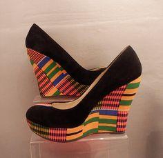 Retrouvez toutes les sélections Céwax ici : https://cewax.wordpress.com Chaussure  Tissus Kente couverts Wedge UK taille 7 par RufinaD
