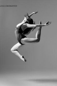 Mana by Ronnie Boehm, via Contemporary Dance Poses, Contemporary Dance Photography, Dance Photography Poses, Body Photography, Dance Picture Poses, Dance Photo Shoot, Dance Photos, Dance Pictures, Dance Jumps
