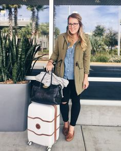 Franish Spinner Suitcase, Green Coat, Short Trip, Luggage Sets, Travel Style, Purses And Bags, Autumn Fashion, Dior, Dior Couture