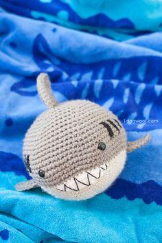 Crochet Shark amigurumi. FREE pattern to make this adorable stuffed animal! | www.1dogwoof.com