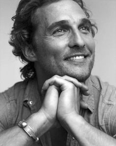 Matthew McConaughey Wow you can even make a close-up single shot look hot! Christopher Nolan, Look At You, How To Look Better, Pretty People, Beautiful People, Beautiful Smile, Jobeth Williams, Dallas Buyers Club, Foto Portrait