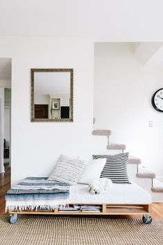 An airy Minnesota home decorated with homemade furniture, lush plants and children's artwork. Furniture For Small Spaces, Find Furniture, Pallet Furniture, Space Furniture, Pallet Daybed, Diy Daybed, Storage Daybed, Furniture Stores, Furniture Ideas
