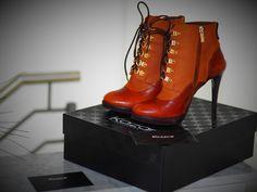 I Love High Heels !!!❤️❤️❤️😍😻😍Wie jede Frau, liebe ich Schuhe sehr und habe daran Spaß besondere...