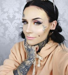 "13.4 mil curtidas, 34 comentários - Monami Frost (@monamifrost) no Instagram: ""NEW Video on this look / getting ready with me went up today! link in bio! ⬆️makeup details…"""