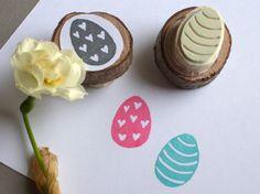 Handgeschnitzte Stempel mit Ostereiern // Easter egg stamps by DasRotkehlchen via DaWanda.com