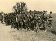 https://flic.kr/p/fyUr12 | Des soldats allemands et des POWs russes prennent la pose !
