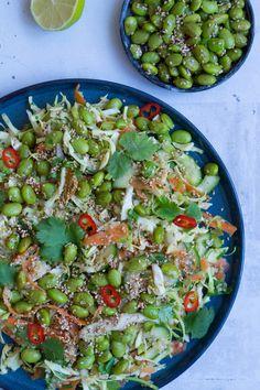 For et lille stykke tid siden lavede Stinna og jeg denne salat sammen til en frokost. Det var dog en dag hvor vi testede virkelig mange opskrifter af, hvorfor vi faktisk ikke var særlig sultne da denne salat kom på bordet. En skam, for den smagsprøve jeg snuppede var forrygende. Salaten er super frisk i …