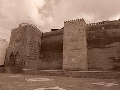 Vélez-Málaga. Murallas y torres junto a la Puerta Real.