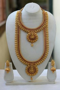 Gold jewelry Gold Temple Jewellery, Gold Jewelry, Gold Necklace, Stylish Jewelry, Fashion Jewelry, Indian Wedding Jewelry, Bridal Jewelry Sets, Necklace Designs, Gold Haram