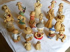 Vintage Corn Dollies - Originally made (after the harvest) as an offering for a good harvest the following year ! Corn Dolly, Mini Cupcakes, Harvest, Weaving, Desserts, Collection, Vintage, Food, Tailgate Desserts