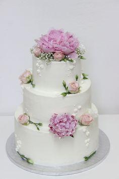 Jej torty a koláčiky sú prudko návykové a rýdzo slovenské. Výtvory LULU´s bakery…