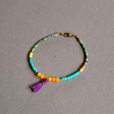 """Bracelet fantaisie """"Aloïse"""" pierres fines et pompon violet : Bracelet par kanakeis"""