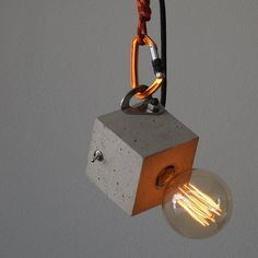 the concrete lamp- Hanging lamp? the concrete lamp Hanging lamp Table lamp cubo / arco the concrete lamp Different Light Bulbs, Luminaria Diy, Edison Lampe, Edison Bulbs, Luminaire Original, Diy Luminaire, Traditional Lamps, Concrete Lamp, Bedroom Lamps