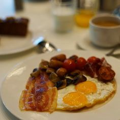 Good morning sunny weekend!!  How about a side of perfect sunnyside up with your coffee?  #breakfast #goodmorning #riseandshine #eggs #fullbreakfast #englishbreakfast #fryup #yummy #hungry #foodie #foodblogger #mmm #nomnomnom #foodpics #instafood #drool #luxury #homemade
