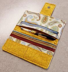 Zippered wallet tutorial with great instructions and photos!