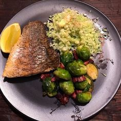 RECIPE TIME. Pan seared barramundi with mingle seasoning available at @lowcarbemporium and chopped cauliflower and broccoli with butter and coconut oil available at @lowcarbemporium. So delicious X #missrdaisy #racheldaisy #melbourne #melbourneblogger #blogger #recipeblogger #keto #ketodiet #ketoblogger #ketorecipe #recipe #ketomeal #ketoweightloss #ketoaustralia #ketogirl  #ketolifestyle #ketofood #intermittentfasting  #lchf #ketocooking  #ketoforbeginners #ketodinners #ketogoals #ketoideas #ke