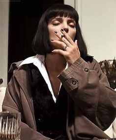 Uma Thurman - Pulp Fiction by Tarantino 1994 Mia Wallace, Uma Thurman Pulp Fiction, Kino Film, Quentin Tarantino, Film Stills, Pop Culture, Celebs, Smoke, Pictures