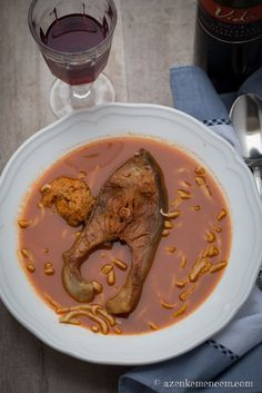 Bajai halászlé - tészta nélkül nem az igazi Hungarian Recipes, Hungarian Food, Fish Soup, Christmas Sweets, Fish Dishes, Favorite Recipes, Cooking, Ethnic Recipes, Dinners