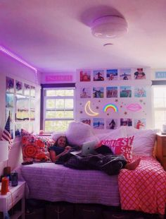 Dorm Color Schemes, Dorm Room Colors, Cool Dorm Rooms, College Dorm Rooms, Cute Room Ideas, Cute Room Decor, Teen Room Decor, Teenage Girl Room Decor, Room Ideas Bedroom