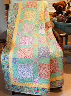 Best 7 This modern baby quilt was created using Camp Sur by Jay Cyn Designs for Birch Organic Fabrics which is GOTS certified organic cotton. This quilt is a wholecloth quilt and the patchwork pattern is printed on the fabric as shown. Vintage Quilts Patterns, Scrap Quilt Patterns, Beginner Quilt Patterns, Quilting For Beginners, Antique Quilts, Patchwork Quilting, Crazy Quilting, Sewing Patterns, Sewing Ideas