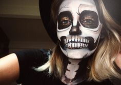 simple-glitter-skull-halloween-makeup-tutorial-zoe-newlove-beauty-blogger