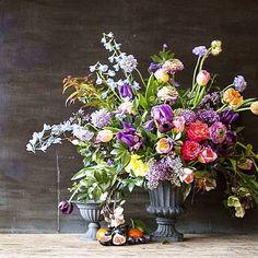 Another beautiful composition from @amanda.winsor  loved having you and @floralcreationsstaustell on both days! #floraleye #floraldesign #nofoam #nofoamzone #foamfree #inspiration #painterly #stillife #instaflowers #spring #styling #sabinedarrallflowerclass #southwest #bristol #floristry #Florist #instaflower #floristsofinstagram