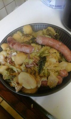 Potage of green cabbage with sausages of Toulouse Crockpot Recipes, Soup Recipes, Cooking Recipes, Just Cooking, Healthy Cooking, Healthy Breakfast Potatoes, Weight Watchers Soup, A Food, Food And Drink