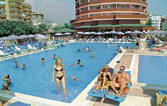 Het 4-sterren Blue Star Hotel in Alanya is gelegen in een levendige omgeving, op ca. 700 m van het Kleopatra-strand. Al sinds jaar en dag heeft Hotel Blue Star veel terugkerende gasten dankzij de uitstekende sfeer, service en betaalbaarheid.    Het hotel beschikt over 3 zwembaden, waarvan 1 met glijbanen, dagelijks animatieprogramma. Het strand vindt u op 700 m en het centrum ligt op 2,5 km. Met de gratis shuttleservice is alles binnen handbereik.  Officiële categorie ****