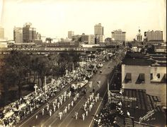 It's the Gasparilla parade from a million yers ago!  This is the vantage point from Kennedy.
