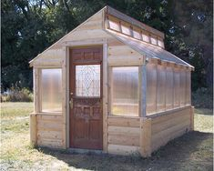 DIY Greenhouse - Love it!  Want it!  Looking for plans....