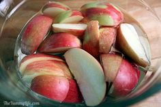Several tips to keep apples from turning brown...not only sprinkling with lemon juice works!