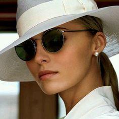 Un toque de elegancia y distinción nunca está de más Nos gusta esta combinación de sombrero y gafas de sol y a ti?  #moda #tendencias #fashion #elegancia #sunoptica #gafas #sunglasses #gafasdesol #occhiali #sunnies #sunnieseyewear #shades #style #gafasmolonas #gafasredondas #Rayban #raybanround