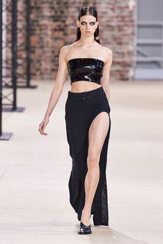 Ann Demeulemeester Spring 2020 Ready-to-Wear Fashion Show - Vogue Ann Demeulemeester, 2020 Fashion Trends, Fashion 2020, High Fashion, Women's Fashion, Catwalk Fashion, Fashion Beauty, Steampunk Fashion, Gothic Fashion